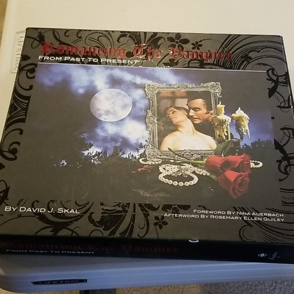 Romancing the vampire collectors book